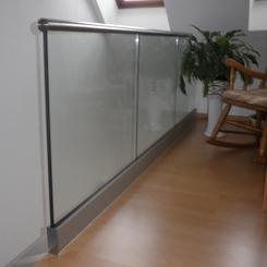 Nurglasgeländer gerade mit Glashöhe 1,1 m zur Bodenmontage